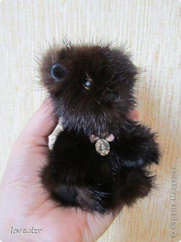 Медвежонок из натурального меха(норка),кожа натуральная.Подвеска из страз. фото 1