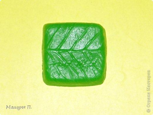 """Вот такой квадратный листочек у меня получился!) На мыльце внизу написано Hand made, на фотографии плохо видно, да и в жизни тоже :( Аромат """"Листья томата"""""""