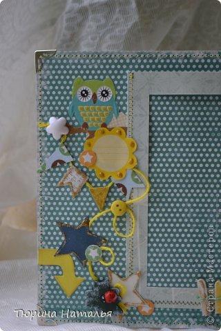 Всем привет!!! Показываю мои новыерамки для фотографий. Одна из них - детская. С нее и начнем! Для ее создания я использовала : Стикер - совушка, стикер для журналинга, мулине желтого цвета,пуговка, декоративный пластиковый цветок, флажки , вырезанные из бумаги,звезды, стрелка, это тоже все вырезанное, деревянный листик с божьей коровкой, заборчик из крашенных мороженных палочек и зеленого мулине. Рамка прострочена и окаймлена уголками.  фото 2