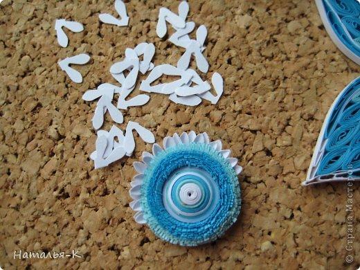 Все цветы и листочки накручены из цветных полосок бумаги шириной 2,5 мм. Листочки уже два года у меня лежат.... сделаны по МК Ларисы Засадной   https://stranamasterov.ru/node/180315 Цветы  нашла в интернете   http://quillingmesoftlee.blogspot.de/ фото 8