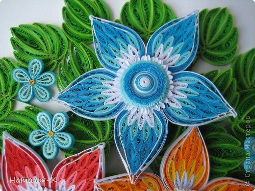 Все цветы и листочки накручены из цветных полосок бумаги шириной 2,5 мм. Листочки уже два года у меня лежат.... сделаны по МК Ларисы Засадной   https://stranamasterov.ru/node/180315 Цветы  нашла в интернете   http://quillingmesoftlee.blogspot.de/ фото 2