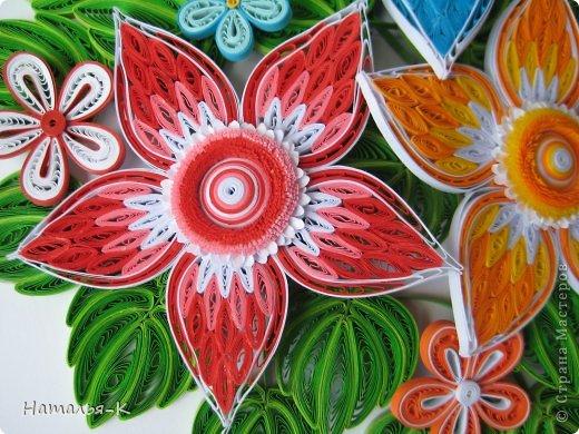 Все цветы и листочки накручены из цветных полосок бумаги шириной 2,5 мм. Листочки уже два года у меня лежат.... сделаны по МК Ларисы Засадной   https://stranamasterov.ru/node/180315 Цветы  нашла в интернете   http://quillingmesoftlee.blogspot.de/ фото 3