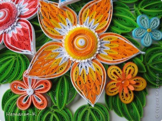Все цветы и листочки накручены из цветных полосок бумаги шириной 2,5 мм. Листочки уже два года у меня лежат.... сделаны по МК Ларисы Засадной   https://stranamasterov.ru/node/180315 Цветы  нашла в интернете   http://quillingmesoftlee.blogspot.de/ фото 4