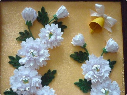 Здравствуйте, дорогие мастера и мастерицы! Сегодня покажу Вам картину, которую сделала год назад на День учителя своей маме. Мне очень нравятся работы Ольги Ольшак: http://stranamasterov.ru/user/12816 , а хризантемы - наши любимые с мамой цветы. Так и родилась эта картина. фото 3