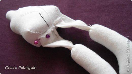 Вот такая куколка у меня получилась. Для её создания понадобится: - ткань - х/б, ситец или лён - нитки в тон - наполнитель - синтепон - кофе растворимый, ваниль, клей ПВА - иголка или швейная машина - желание :) фото 18