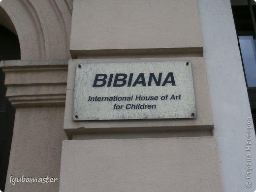 Сегодня, находясь в Братиславе- столице Словакии, мы с внуком посетили этот удивительный Дом Искусств для детей. Вася был гидом и переводчиком, а я фотографировала.