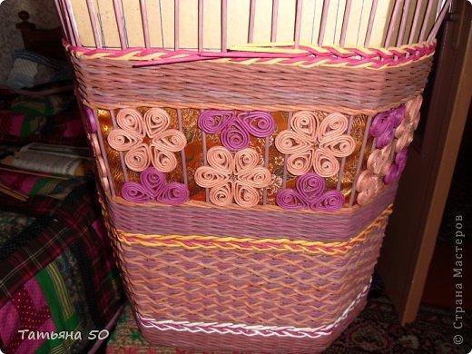 Поделка изделие Плетение Угловая корзина для белья Бумага газетная Ткань фото 6