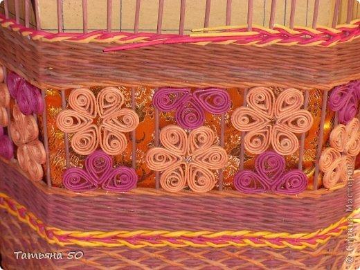 Поделка изделие Плетение Угловая корзина для белья Бумага газетная Ткань фото 7