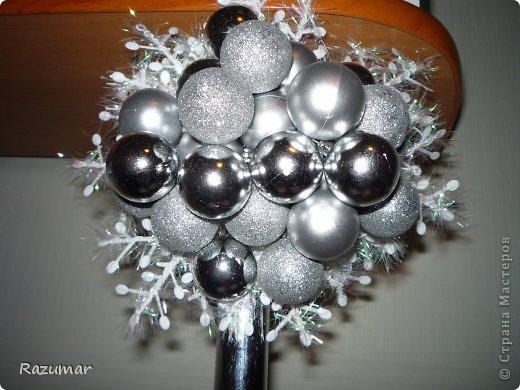 Из лозы с добавлением пластиковых веточек елки , шариков новогодних. Шоколадка для сладкой жизни. Подарила дочери. ей очень понравилось. фото 3