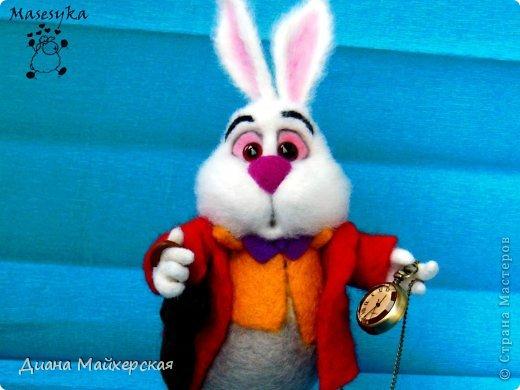 """Белый кролик с мультфильма: """"Алиса в стране чудес"""" всё куда-то спешит)вот забежал на чай)"""