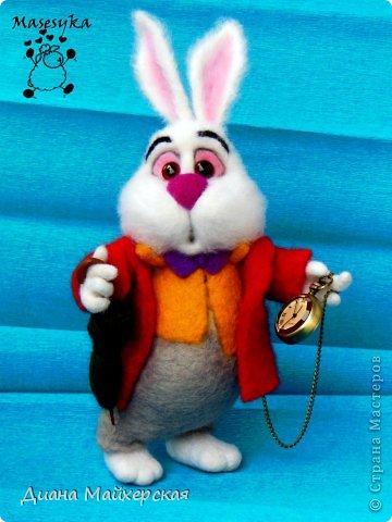 """Белый кролик с мультфильма: """"Алиса в стране чудес"""" всё куда-то спешит)вот забежал на чай) фото 2"""