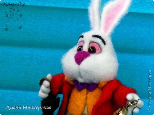 """Белый кролик с мультфильма: """"Алиса в стране чудес"""" всё куда-то спешит)вот забежал на чай) фото 3"""