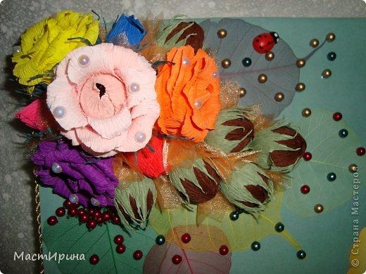 Добрый вечер, Страна! Выкладываю часть подарков ко дню учителя, которые создавались по вечерам на прошлой неделе. Эта палитра учителю рисования. Конфетки обернула цветной фольгой, чтоб было похоже н цветные краски. Цветочки тоже хотела сделать как радугу, яркие. Думаю получилось. Основа - палитра - из картона. Рисовала и вырезала по памяти. фото 15