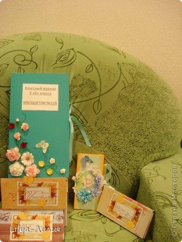 Это наши подарочки учителям. Нашей любимой Людмиле Андреевне открыточка, классный журнал и шоколадница с цветочками. Шоколадницу с цветочками сын делал сам.  Остальные шоколадницы попроще.   фото 2