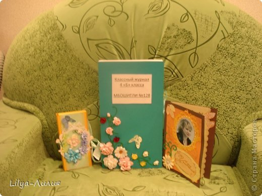 Это наши подарочки учителям. Нашей любимой Людмиле Андреевне открыточка, классный журнал и шоколадница с цветочками. Шоколадницу с цветочками сын делал сам.  Остальные шоколадницы попроще.   фото 3