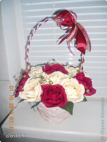 Здравствуйте! Вот и я с новыми работами. Первая - корзинка с цветочками на день рождения очень хорошей девушки. Она замечательный человек!!! Хотелось, чтобы ей улыбнулось счастье!!! фото 1