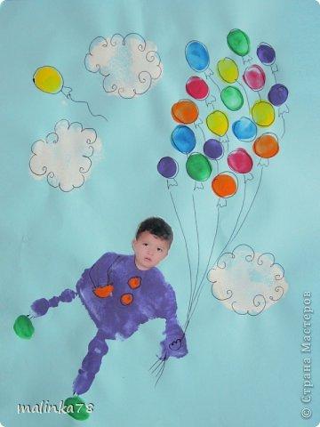 Вот такие рисунки у нас получились с ребятами с помощью отпечатков ладошек и пальчиков фото 2