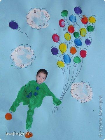 Вот такие рисунки у нас получились с ребятами с помощью отпечатков ладошек и пальчиков фото 3
