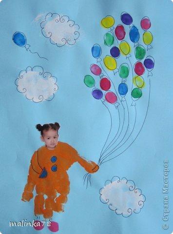 Вот такие рисунки у нас получились с ребятами с помощью отпечатков ладошек и пальчиков фото 4