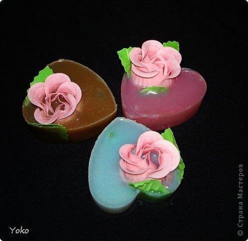 Очередные мылки! Простые: готовые мыльные розы вплавлены в основу формы сердечка фото 2