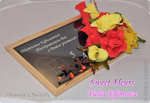 Это для нашего классного руководителя. Хотелось сделать оранжевые розы, вот только бумагу не нашла)))  фото 6