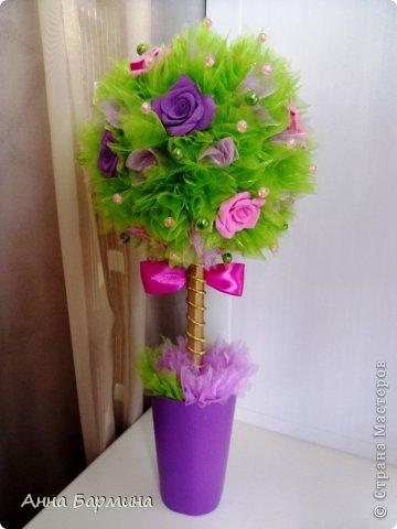 Основной материал: органза, розы около 20 штук из полимерной глины deco, декор бусины, атласная лента. Высота 37 см ширина кроны 18 см фото 6
