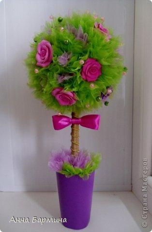 Основной материал: органза, розы около 20 штук из полимерной глины deco, декор бусины, атласная лента. Высота 37 см ширина кроны 18 см фото 8