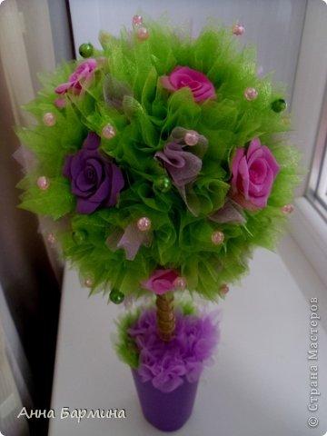 Основной материал: органза, розы около 20 штук из полимерной глины deco, декор бусины, атласная лента. Высота 37 см ширина кроны 18 см фото 9