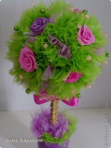 Основной материал: органза, розы около 20 штук из полимерной глины deco, декор бусины, атласная лента. Высота 37 см ширина кроны 18 см фото 12
