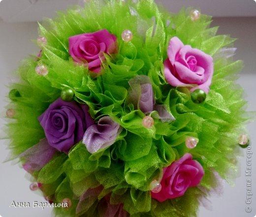 Основной материал: органза, розы около 20 штук из полимерной глины deco, декор бусины, атласная лента. Высота 37 см ширина кроны 18 см фото 7
