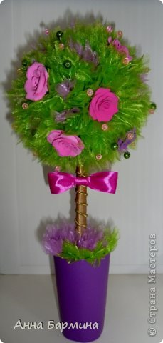 Основной материал: органза, розы около 20 штук из полимерной глины deco, декор бусины, атласная лента. Высота 37 см ширина кроны 18 см фото 2