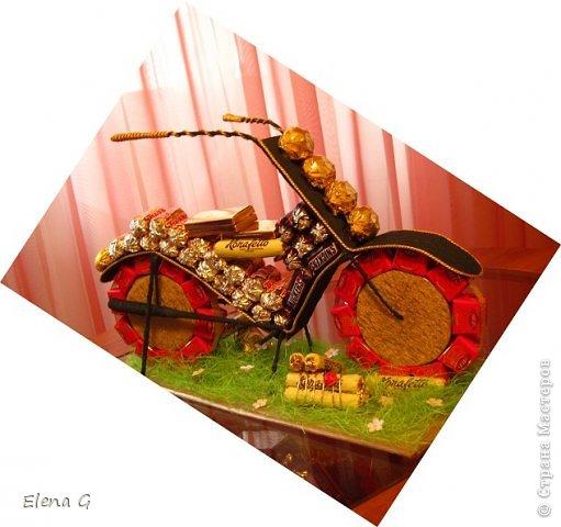 Добрый вечер всем. Хочу продемонстрировать свой мотоцикл. Получилось...урааа.  А именинник как уж был рад... Пользовалась подсказкой вот этой  http://melissa-li.ru/post262419865/ Спасибо мастеру за мастер-класс