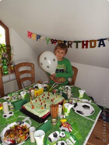 Именинник с тортом фото 1