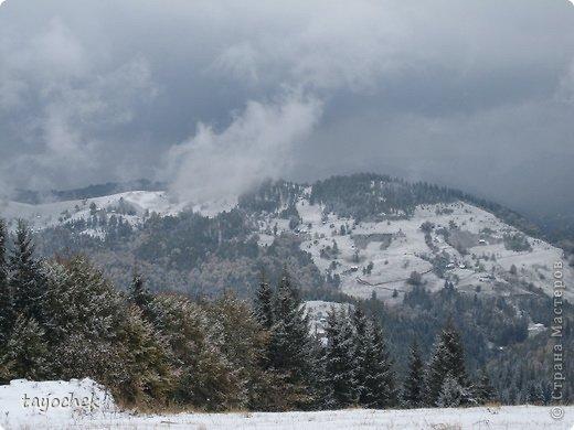 Здравствуйте, гости моей странички! Приглашаю Вас отдохнуть, расслабиться, полюбоваться осенними Карпатами, побывать в некоторых музеях. ТАК как район горный, высота над уровнем моря разная, погода соответственно тоже, мы за неделю смогли увидеть и осенние Карпаты, и зимние! Сначала  просто очарование гор фото 23