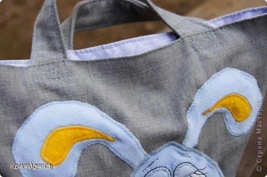 Сумка для маленького Тёмы. Девушке Катерине очень понравилась моя сумка для Макса с зайцем и попросила такую же. Аппликация выполнена швом зиг-заг,выкройку зайчика с болтающимися ножками рисовала сама.Мордочка вышита на машинке (обычной). фото 2