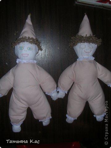 Вот таких куолок-перевертышей в мамином исполнении принес Дед Мороз моим девочкам под елку. материал:Текстиль, нитки,кружево, синтепон,вишнёвые косточки,фурнитура-бубенчики. фото 1