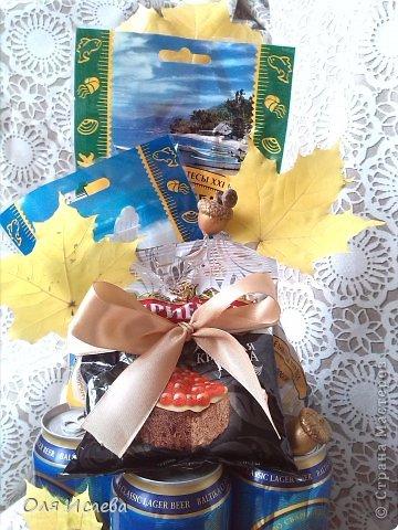 Всем привет, Случилось так,  что сегодня у моего мужа День рождения. Сказал подарки ему не дарить и гостей не приглашать. Ну и как так? Вот сделала ему такой тортик с любимым напитком. С Днем Рождения! фото 3