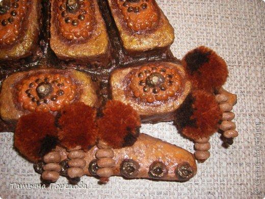 """Как человек , ну очень увлекающийся всем понравившимся и  новым для себя, я не могла пройти мимо техники папье-маше. Вдохновением послужили работы Татьяны Бушмановой (боюсь ошибиться в верности фамилии) и Лианы. И вот родилась она, черепаха- модница. Подобную видела на выставке """"Ладья"""" в Москве лет 5 назад из керамики. фото 4"""