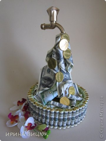 Денежный Кран....Вдохновлялась работами ЕЛЕНЧЕ и Kalibri25. Диаметр тортика 25 см, высота 41 см фото 1