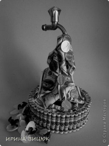 Денежный Кран....Вдохновлялась работами ЕЛЕНЧЕ и Kalibri25. Диаметр тортика 25 см, высота 41 см фото 4