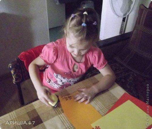 Сегодня в гостях у меня была  моя маленькая крестница Вика, которой три года. Мы с ней и играли, и гуляли, насобирали ОГРОМНЫЙ букет осенних листьев и... конечно же не могли не уделить время для творчества... И вот что у нас получилось... фото 2