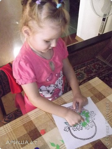 Сегодня в гостях у меня была  моя маленькая крестница Вика, которой три года. Мы с ней и играли, и гуляли, насобирали ОГРОМНЫЙ букет осенних листьев и... конечно же не могли не уделить время для творчества... И вот что у нас получилось... фото 4