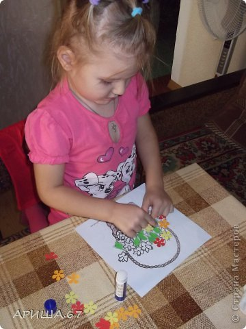 Сегодня в гостях у меня была  моя маленькая крестница Вика, которой три года. Мы с ней и играли, и гуляли, насобирали ОГРОМНЫЙ букет осенних листьев и... конечно же не могли не уделить время для творчества... И вот что у нас получилось... фото 5