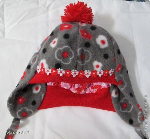 Решила я испробовать выкройку шапки-ушанки. Получилось маловато, но я добавила трикотаж на лоб и затылок, и вышло еще лучше, чем задумывалось))) фото 2