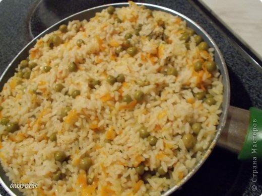 салатик (отварные морковь и картофель), зеленый лук, колбаса вареная и копченая, маринованые огурцы фото 2
