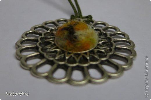 Когда я на выставке в Киеве увидела эту металлическую основу, то сразу поняла, что в ней будет шерстяная миниатюра. Вот только я не подозревала, что она появится так скоро =) фото 2