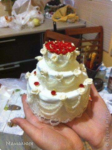 такой свадебный тортик был преподнесен сестре на свадьбу вместо  или как открытка для денег ))) сейчас расскажу...  извините за фон - такая была рабочая обстановка )) фото 1