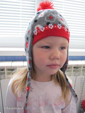 Решила я испробовать выкройку шапки-ушанки. Получилось маловато, но я добавила трикотаж на лоб и затылок, и вышло еще лучше, чем задумывалось))) фото 7