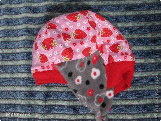 Решила я испробовать выкройку шапки-ушанки. Получилось маловато, но я добавила трикотаж на лоб и затылок, и вышло еще лучше, чем задумывалось))) фото 4