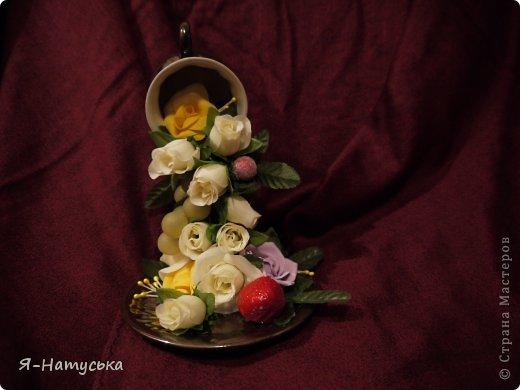 Моя первая парящая чашечка. Вдохновили меня чашечки Светланы https://stranamasterov.ru/user/95856. Решила попробовать. Но на мой взгляд для этих цветочков  маловата сама чашка. А Вы как думаете? фото 1